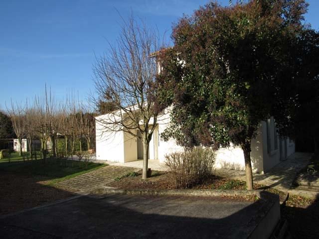 Sale house / villa Saint-jean-d'angély 249100€ - Picture 3