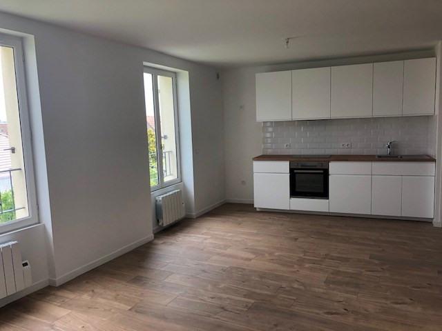 Rental apartment Carrieres sous poissy 780€ CC - Picture 1