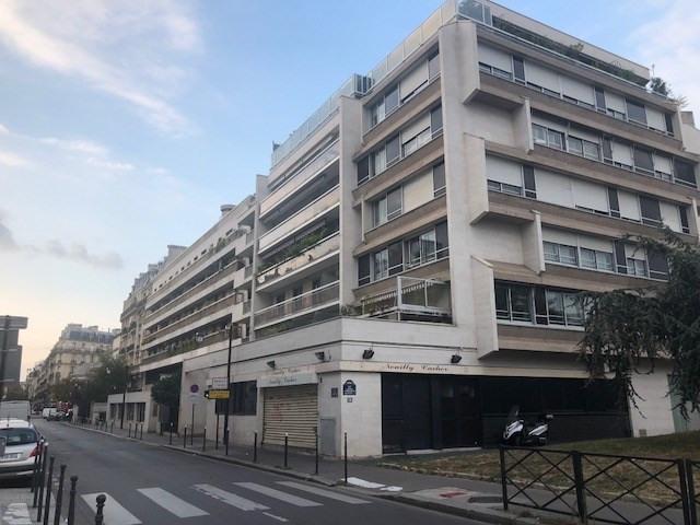 Rental apartment Paris 17ème 2600€ CC - Picture 2