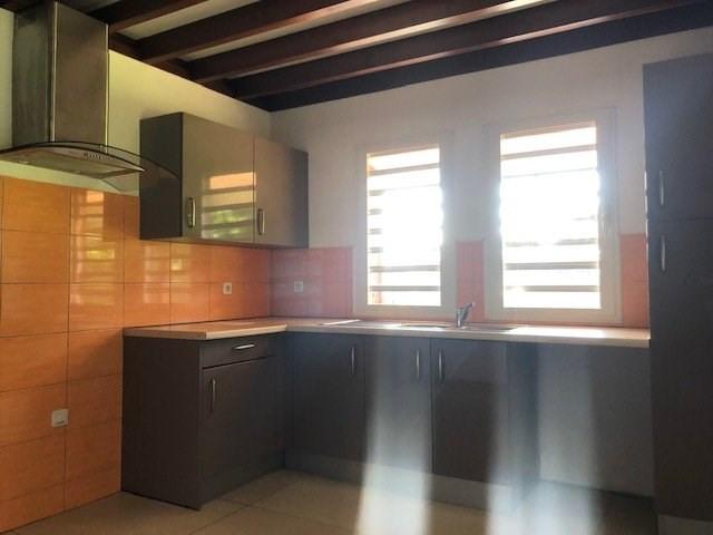 Location maison / villa St benoit 914€ CC - Photo 2