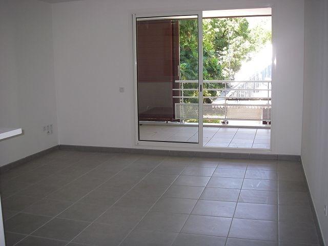 Location appartement St denis 589€ CC - Photo 1