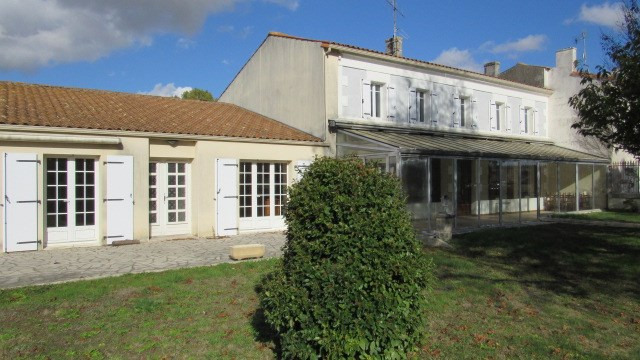 Vente maison / villa Saint jean d'angely 143 250€ - Photo 1