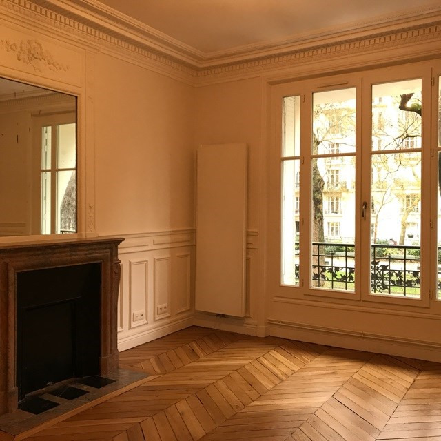 Location appartement Paris 18ème 2 410€ CC - Photo 1