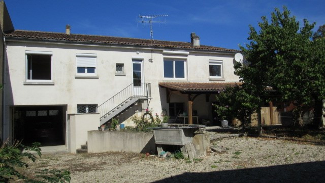 Sale house / villa Saint jean d'angely 156 900€ - Picture 2