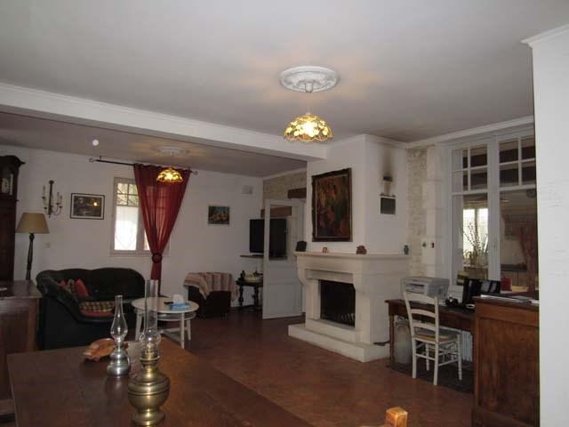 Sale house / villa Saint-jean-d'angély 231000€ - Picture 7