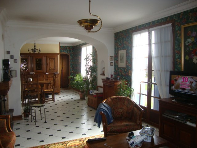 Sale house / villa Saint jean d'angely 164 300€ - Picture 5