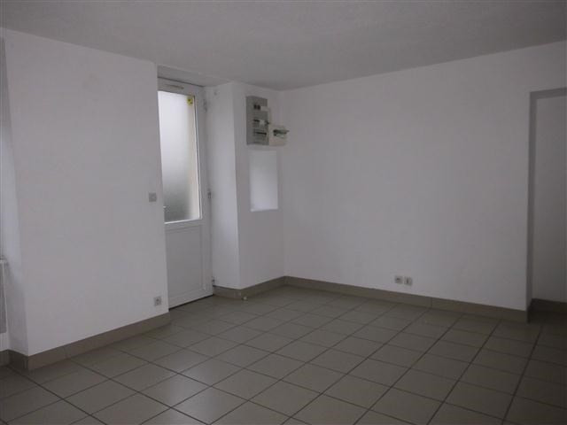Location appartement St victor sur rhins 318€ CC - Photo 2