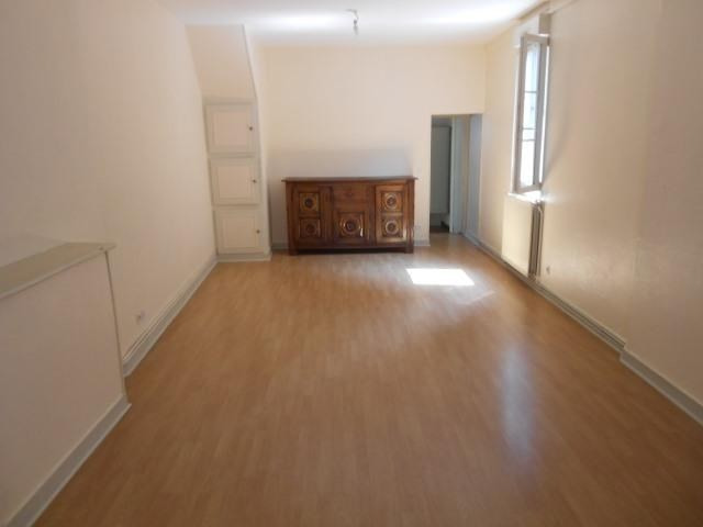 Rental apartment Vendome 525€ CC - Picture 4