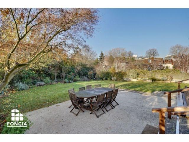 Deluxe sale house / villa Suresnes 1635000€ - Picture 1