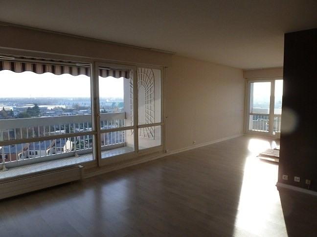 Rental apartment Elancourt 1076€ CC - Picture 1
