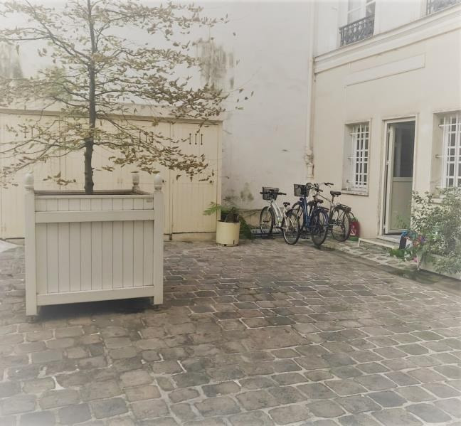 Location local commercial Paris 1er 2 356€ HT/HC - Photo 2