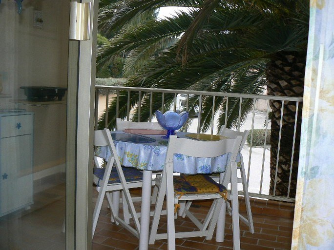 Vacation rental apartment Bandol 400€ - Picture 4
