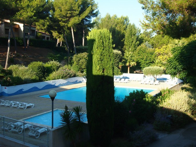 Vacation rental apartment Bandol 400€ - Picture 1