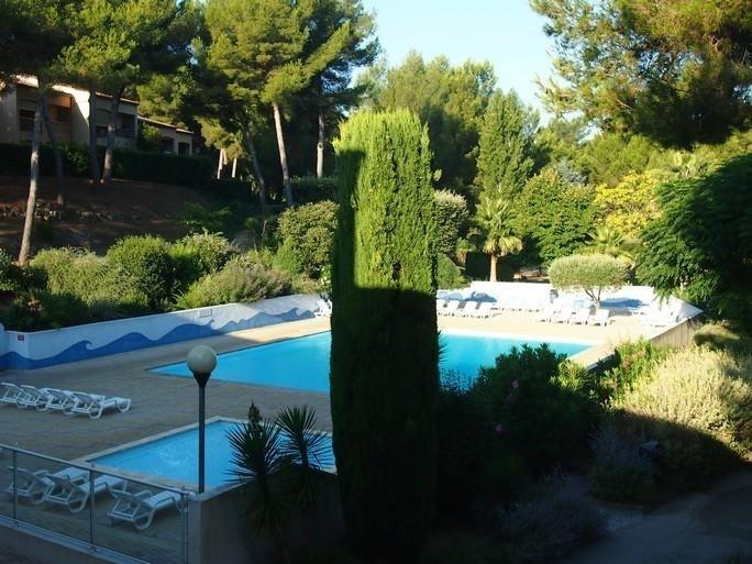 Location appartement Sanary sur mer 560€ CC - Photo 1
