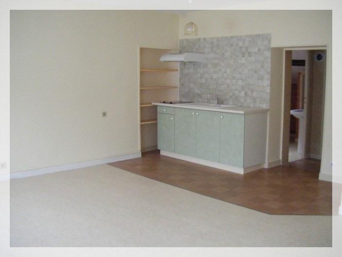 Rental apartment Champtoceaux 315€ CC - Picture 3