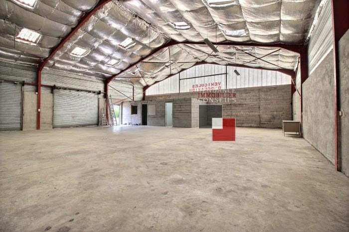Location local commercial Guéreins 1500€ +CH - Photo 3