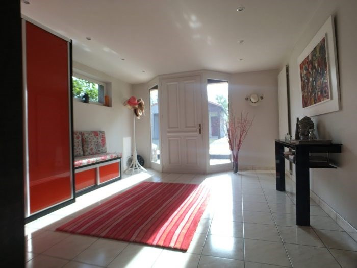 Sale house / villa Montaigu 373 000€ - Picture 2