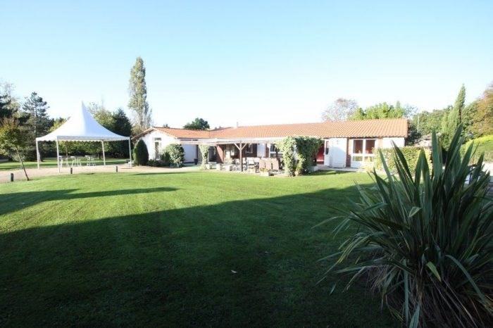 Deluxe sale house / villa Le bignon 979000€ - Picture 1