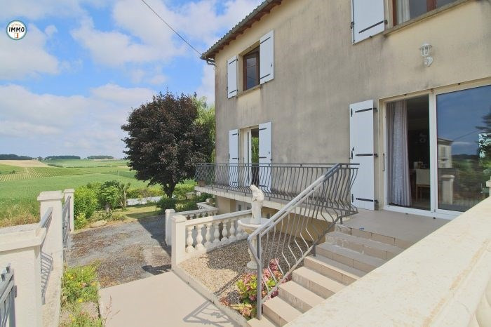 Sale house / villa Saint-fort-sur-gironde 213 200€ - Picture 2