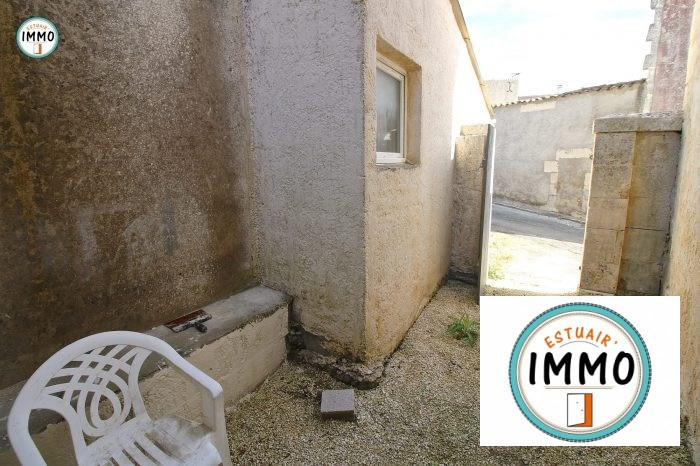 Location maison / villa Saint-fort-sur-gironde 520€ CC - Photo 2