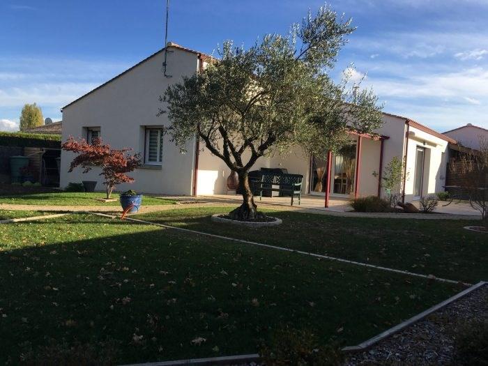 Sale house / villa Nieul-le-dolent 279500€ - Picture 1