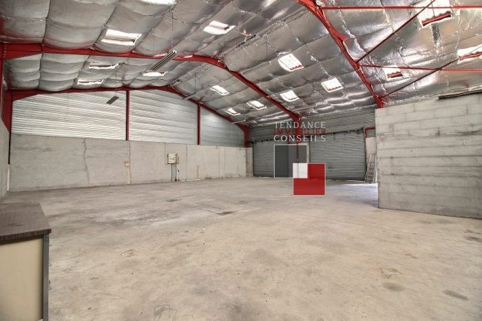 Location local commercial Guéreins 1500€ +CH - Photo 2