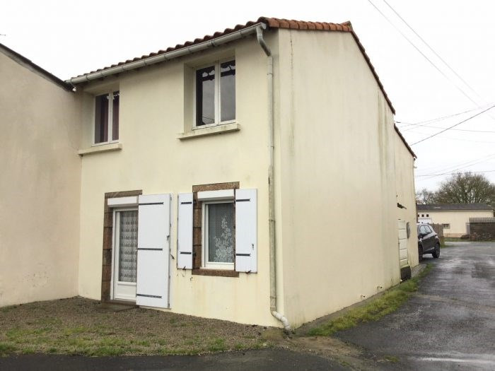 Investment property house / villa L'herbergement 96900€ - Picture 1