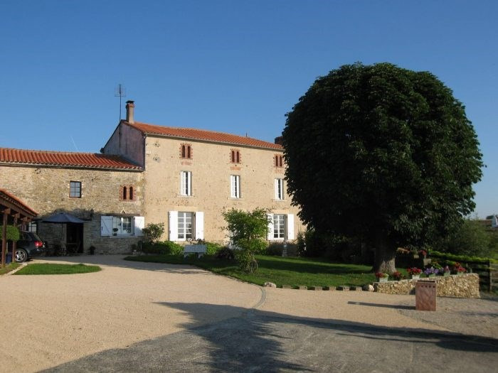 Deluxe sale house / villa Chantonnay 573 000€ - Picture 1