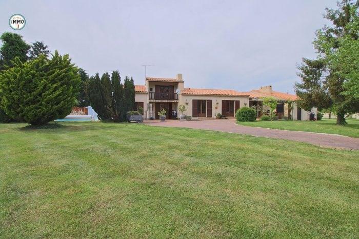 Vente maison / villa Brie-sous-mortagne 297000€ - Photo 1