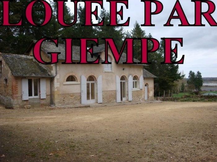 Location maison / villa Bazouges-sur-le-loir 585€ CC - Photo 1