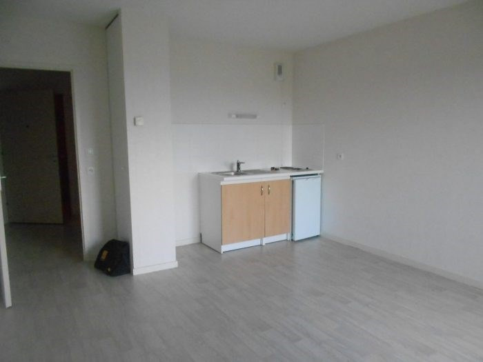 Sale apartment La roche-sur-yon 70 400€ - Picture 2