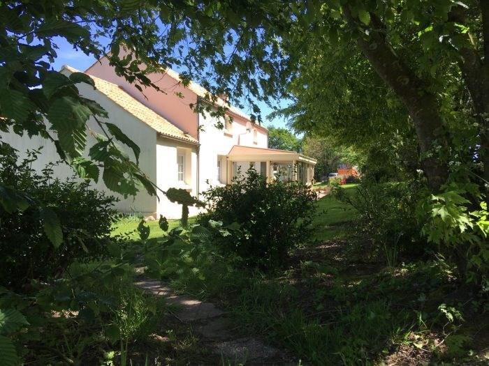Sale house / villa Nesmy 321500€ - Picture 4
