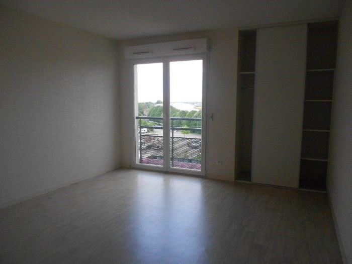 Sale apartment La roche-sur-yon 70 400€ - Picture 1
