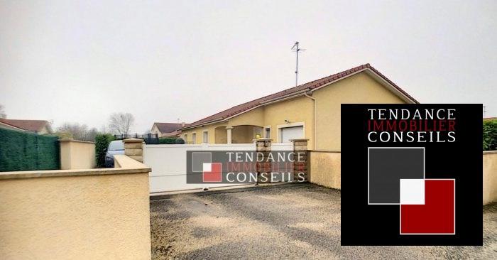 Sale house / villa Attignat 249600€ - Picture 2