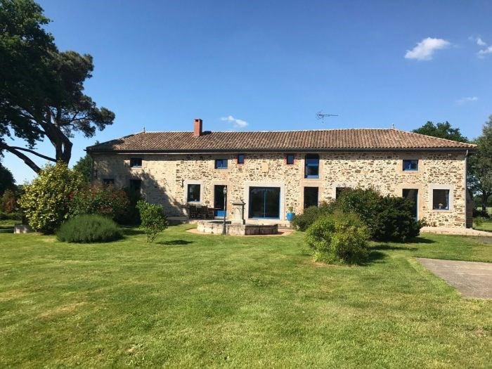 Deluxe sale house / villa Chantonnay 591 000€ - Picture 1