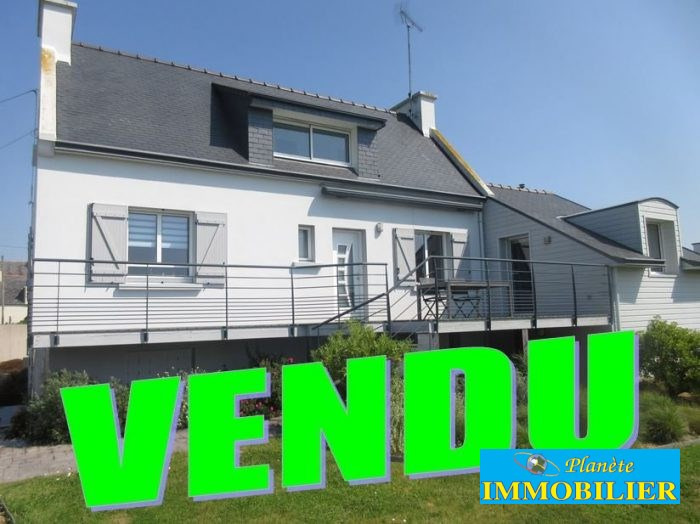 Sale house / villa Plouhinec 276 130€ - Picture 1