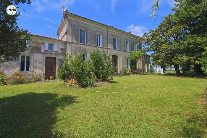 Vente de prestige maison / villa Saint-fort-sur-gironde 599000€ - Photo 1