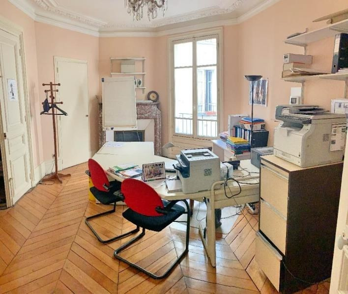 Deluxe sale apartment Paris 10ème 1 250 000€ - Picture 4