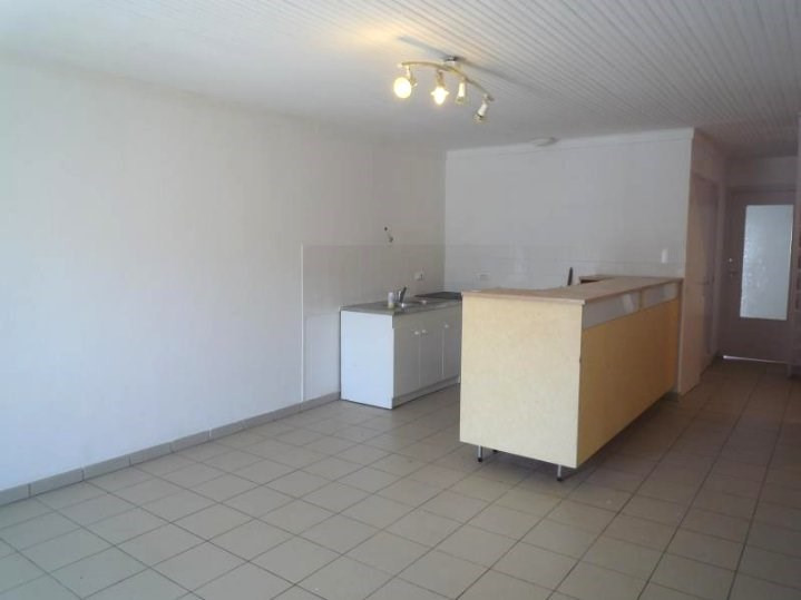 Rental apartment St agreve 525€ CC - Picture 1
