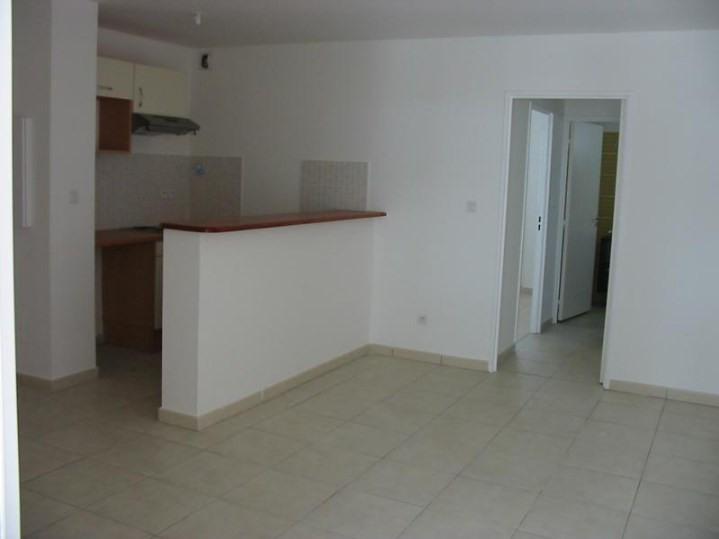Location appartement St denis 548€ CC - Photo 3