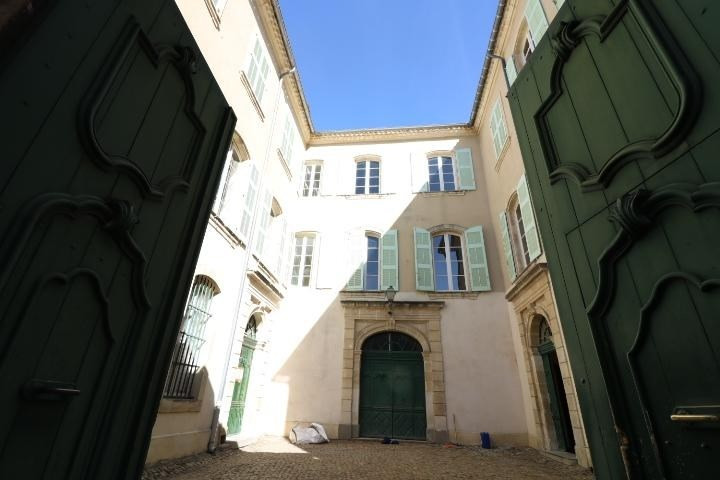 Sale apartment Arles 340 000€ - Picture 1