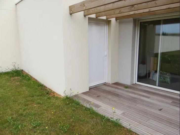 Location maison / villa Chasseneuil du poitou 840€ CC - Photo 5