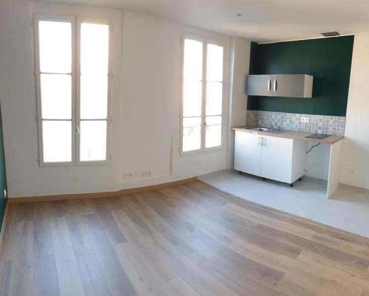 Sale apartment Paris 18ème 290000€ - Picture 2