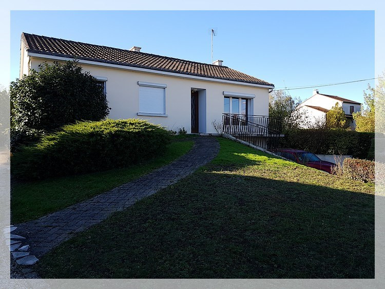 Rental house / villa Liré 674€ CC - Picture 1