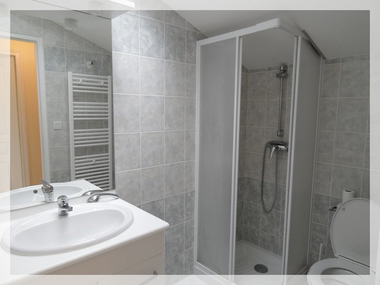 Rental apartment Saint-christophe-la-couperie 320€ CC - Picture 3