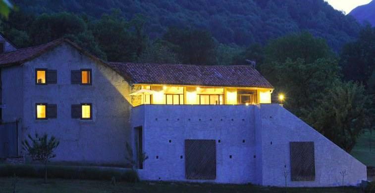 Deluxe sale house / villa Bagneres de luchon 409000€ - Picture 1