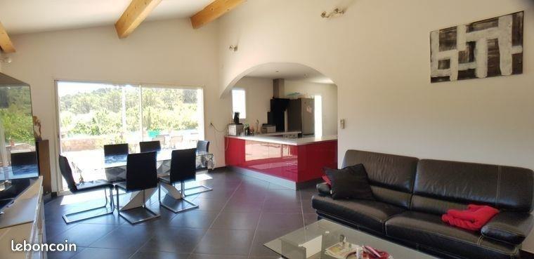 Vente maison / villa Cuers 395000€ - Photo 1