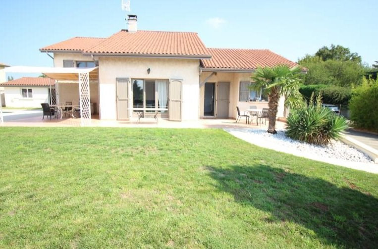 Deluxe sale house / villa Charly 690000€ - Picture 2