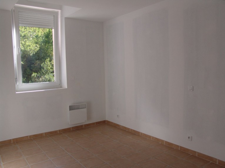 Location appartement Ruoms 429€ CC - Photo 1
