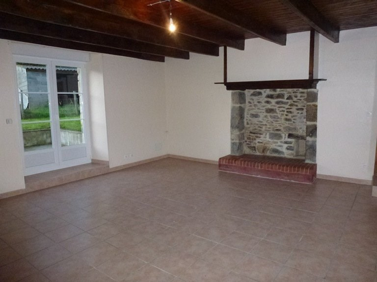 Location maison / villa Monthuchon 585€ CC - Photo 2